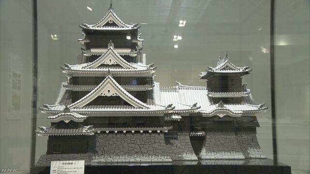地震で壊れた熊本城のために東京で展覧会を開く
