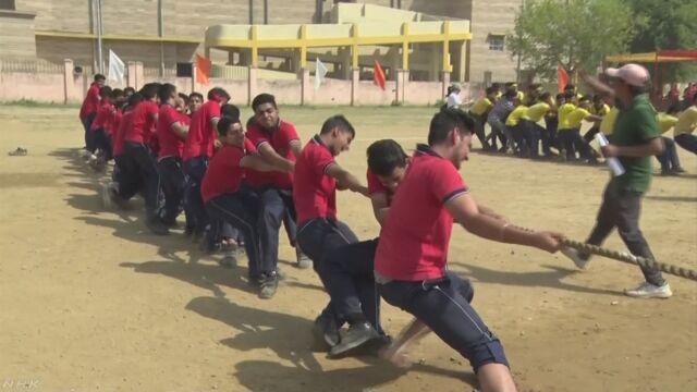 インドの学校で日本のようにチームで楽しむ運動会を開く