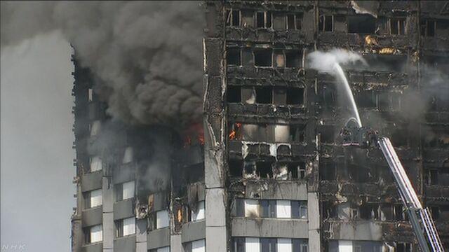 ロンドン マンションの火事で12人が亡くなる