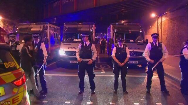 イギリス イスラム教の人たちに車が突っ込む