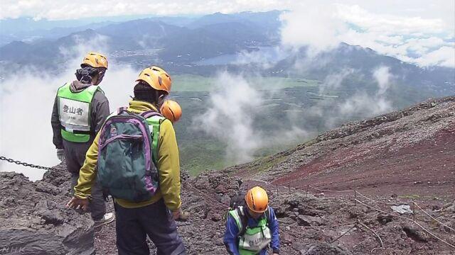富士山に登っている人を避難させる初めての訓練
