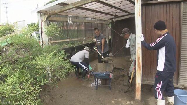 大雨で被害があった福岡県朝倉市にボランティアが集まる