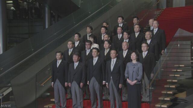 安倍総理大臣が新しい内閣をつくる
