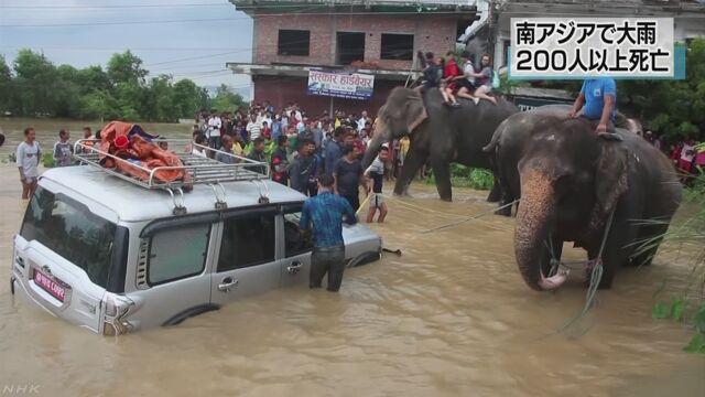 南アジアで雨がたくさん降って200人以上が亡くなる
