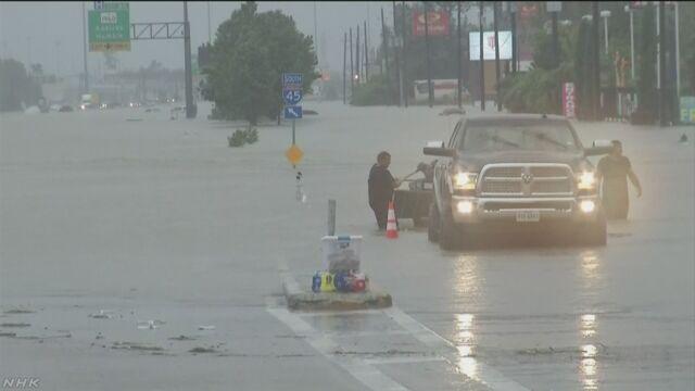 アメリカのテキサス州 たくさんの雨で川の水があふれる
