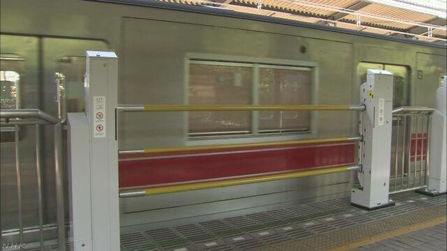 目に障害がある人を電車のドアまで案内するシステム