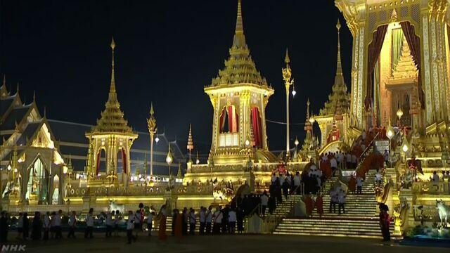 タイ 去年亡くなったプミポン国王のお葬式