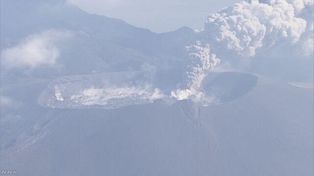 鹿児島県と宮崎県の間の新燃岳で噴火「山に入らないで」