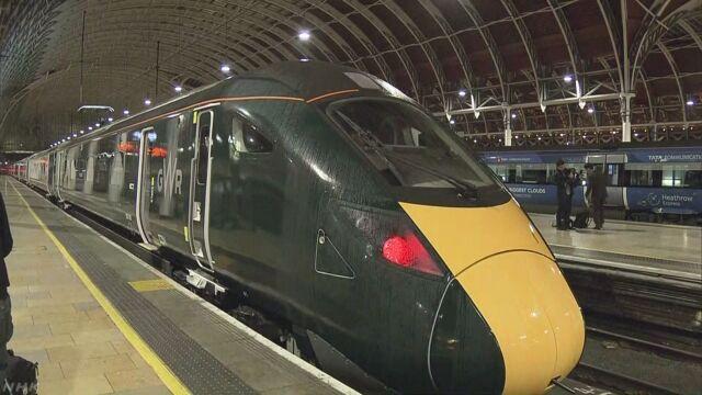 イギリス 日本の会社が作った鉄道の車両が走り始める