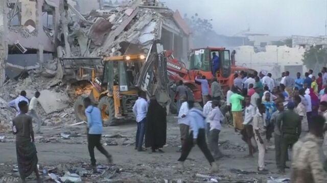 ソマリア トラックが爆発するテロで300人以上が亡くなる