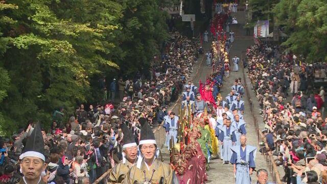 日光東照宮で武者行列 800人が参道練り歩き