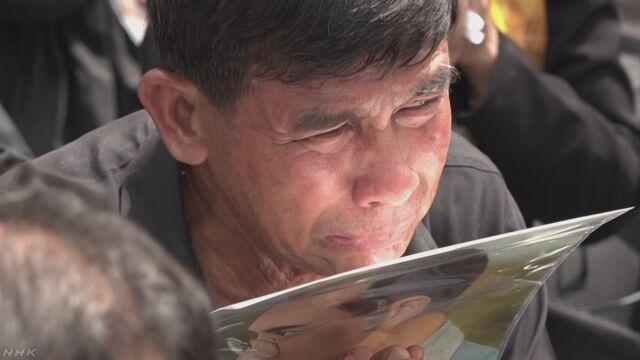 タイのプミポン前国王 火葬の儀式 大勢の市民が最後の別れ