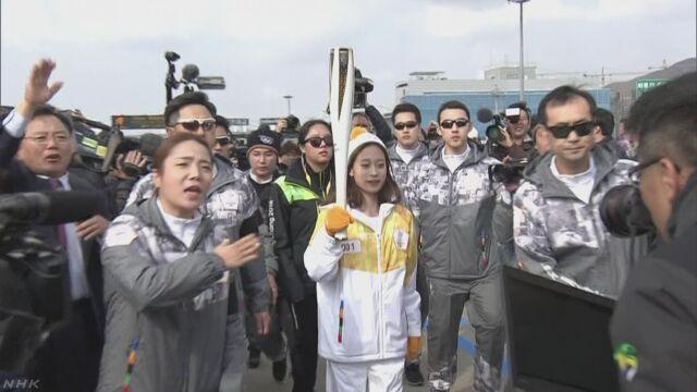 韓国で冬のオリンピックの聖火リレーが始まる