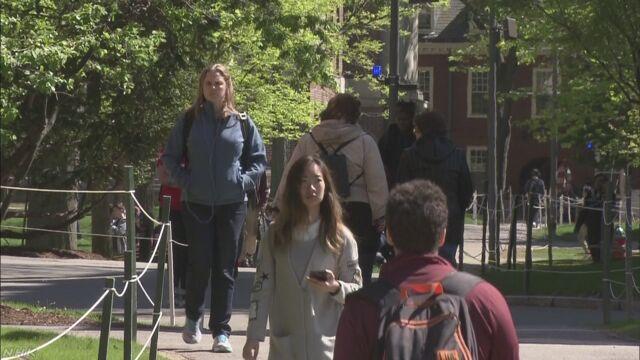 アメリカへの留学生減少傾向続く 20年前の40%程度
