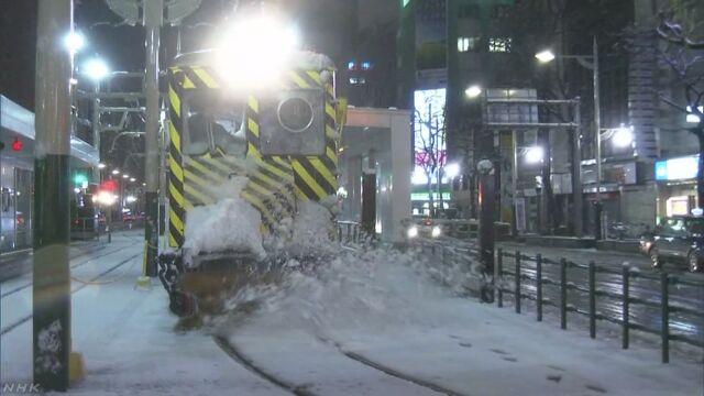 札幌 雪が降って「ササラ電車」が出発する