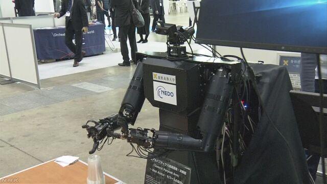 水注ぐロボットも 福祉機器展 東京ビックサイト