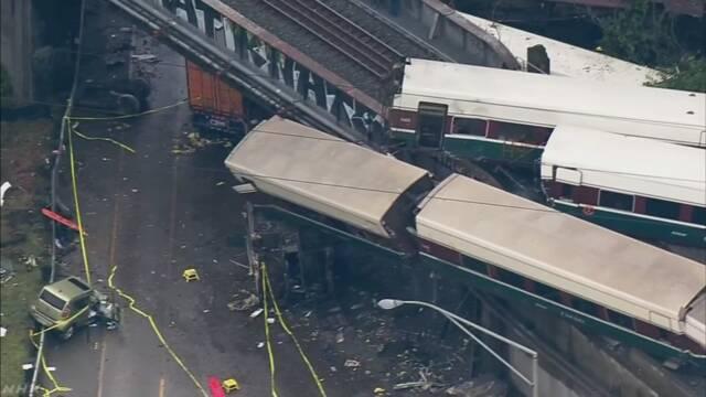 米 列車脱線 3人死亡 約100人けが 区間は運用始まったばかり