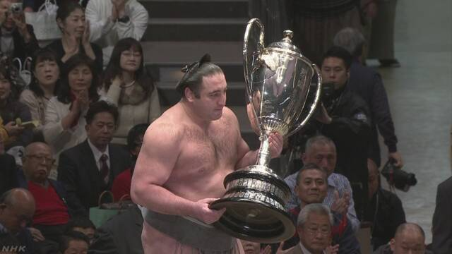 1月の大相撲でジョージア出身の栃ノ心が優勝する
