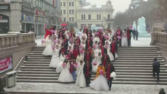 氷点下の中で34組が合同結婚式 中国