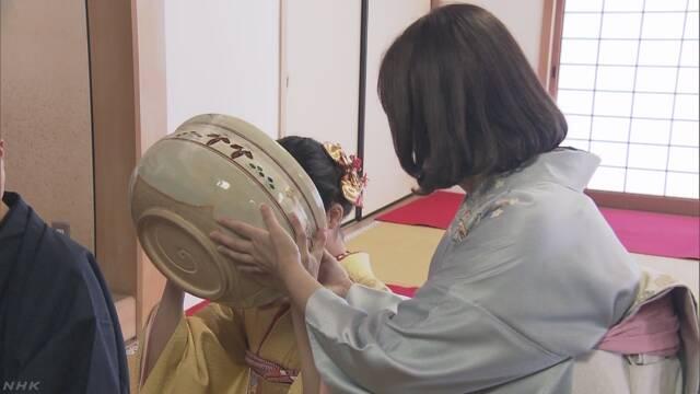 奈良 西大寺 重さ6キロの茶わんで伝統の大茶盛式
