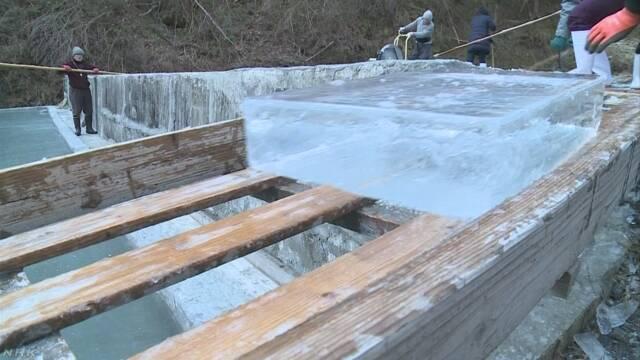 埼玉県長瀞町 自然の寒さで凍った氷ができる