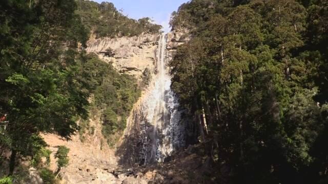 世界遺産「那智の滝」 滝つぼが凍りつく