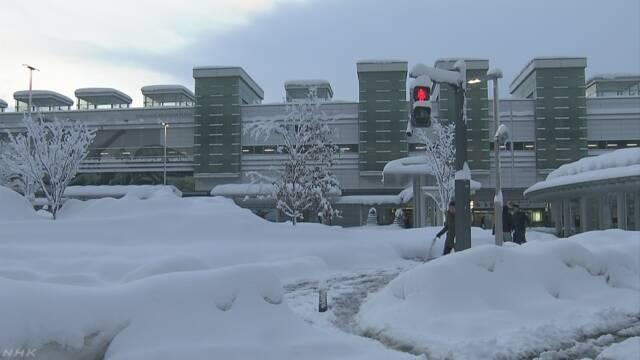 北日本や北陸の山沿いで大雪 交通への影響に警戒を