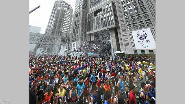 東京マラソン 3万6000人が都心を駆け抜ける