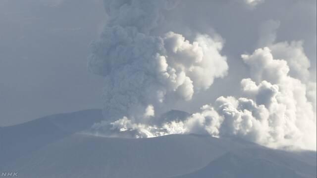 鹿児島県と宮崎県の間にある新燃岳 噴火が続く