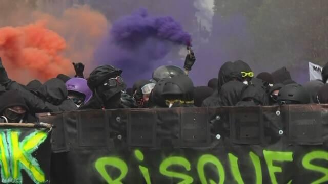 メーデーのデモで過激グループ暴徒化 パリ