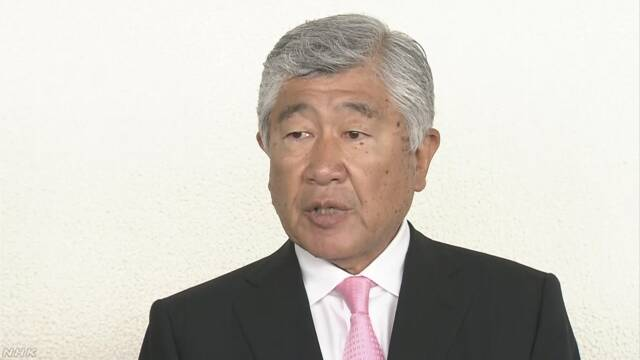 危険なタックルの問題 日本大学の監督が「辞める」