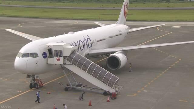 日本航空の飛行機 飛んでいるときにエンジンの部品が落ちる