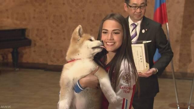 ザギトワ選手がもらった秋田犬をインスタグラムで見せる