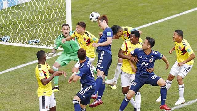 サッカーのワールドカップ 日本がコロンビアに勝つ