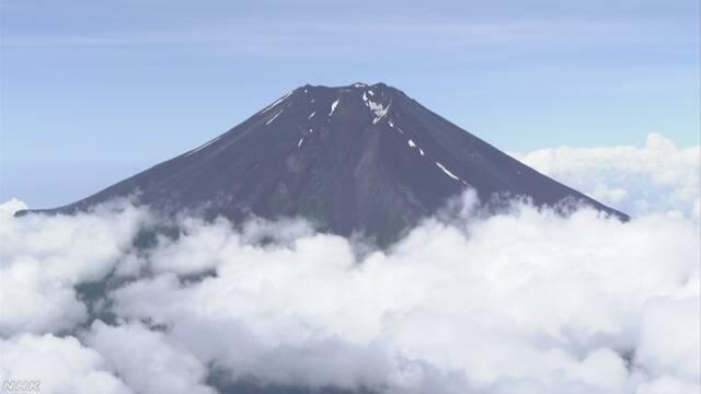 富士山 山梨県から登る道で「山開き」