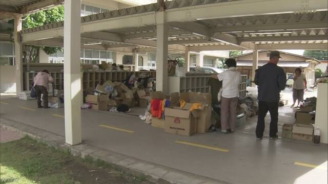 雨で大勢の人が避難している倉敷市「今は物を送らないで」
