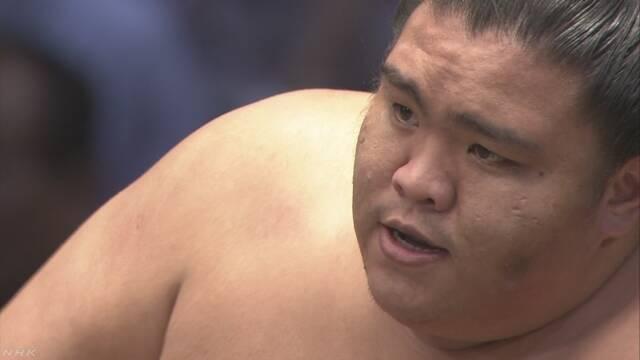 7月の大相撲で御嶽海が初めて優勝する