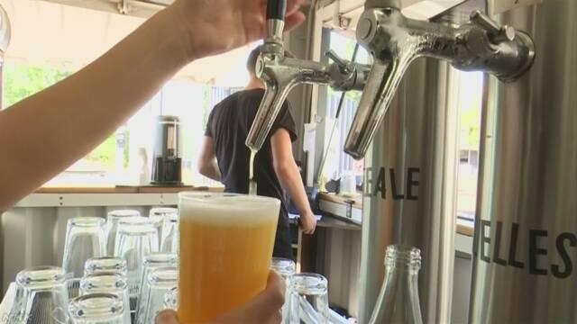 暑いドイツでビールが売れて瓶が足りなくなっている