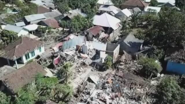 インドネシア・ロンボク島の地震 死者400人超える