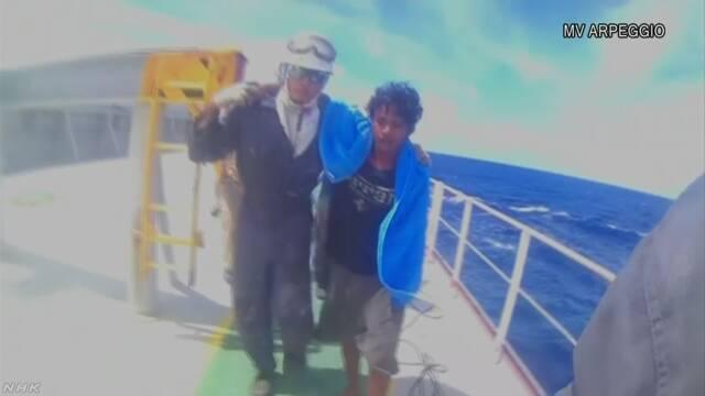 インドネシアの男の子が「いかだ」で海を49日流される