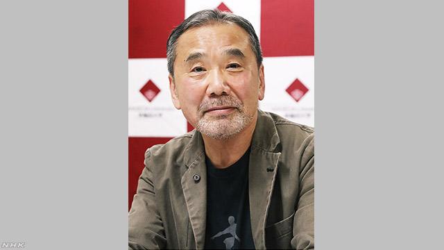 作家の村上春樹さんが早稲田大学にたくさんの資料を贈る