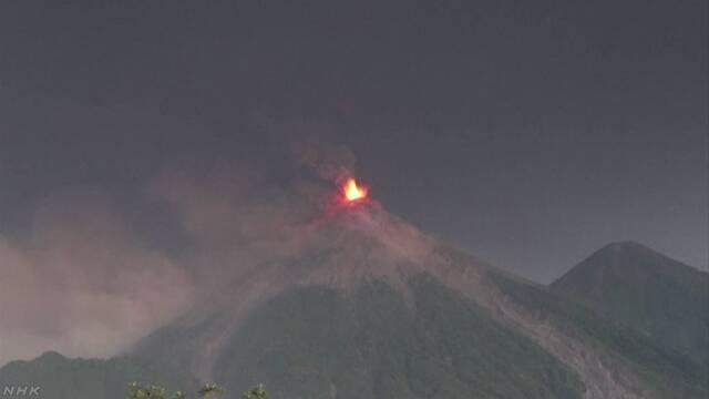 グアテマラで火山が噴火 4000人に逃げるように言う