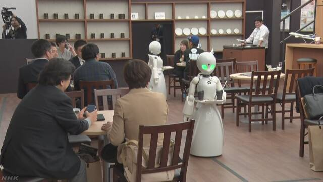 体に障害がある人が家でロボットを動かすカフェ