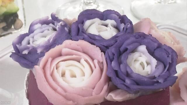 北海道 きれいな色のじゃがいもで花の形の料理を作る