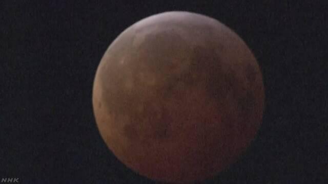 アメリカでとても大きくて赤い満月が見える