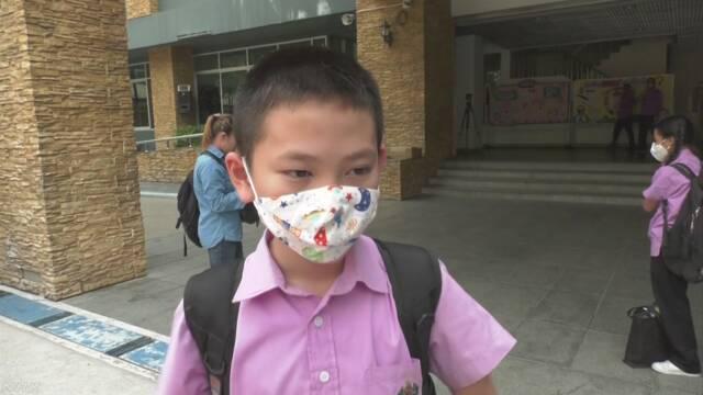 タイのバンコク 空気がとても汚いため学校を休みにする