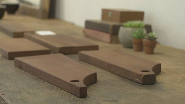北海道 地震で壊れた建物にあった木で家具を作って売る