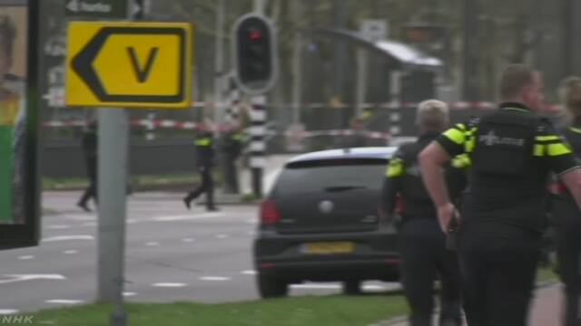 オランダ 男が電車の中で銃を撃って3人が亡くなる