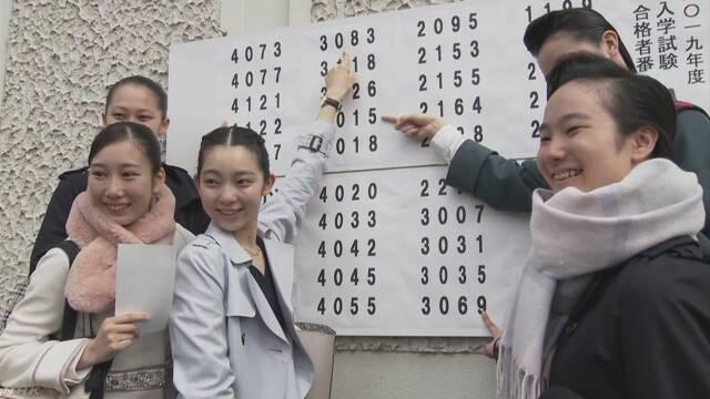 女優や歌手を育てる宝塚音楽学校で合格発表