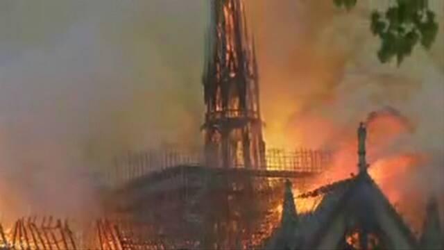 パリ ノートルダム大聖堂で火災 中央部分が崩落 大きな被害